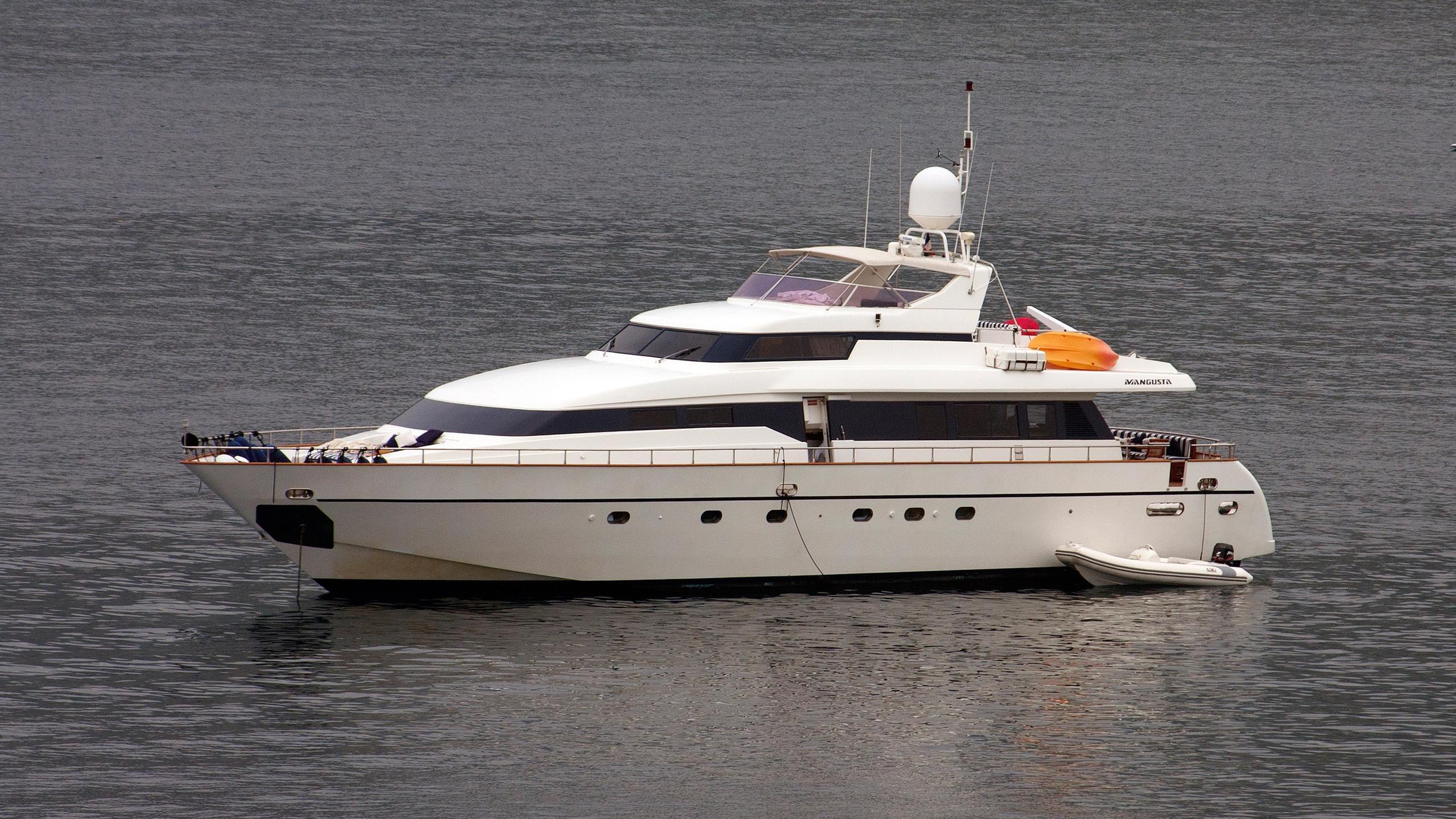 indulgence-of-poole-motor-yacht-versilmarina-1998-26m-anchored
