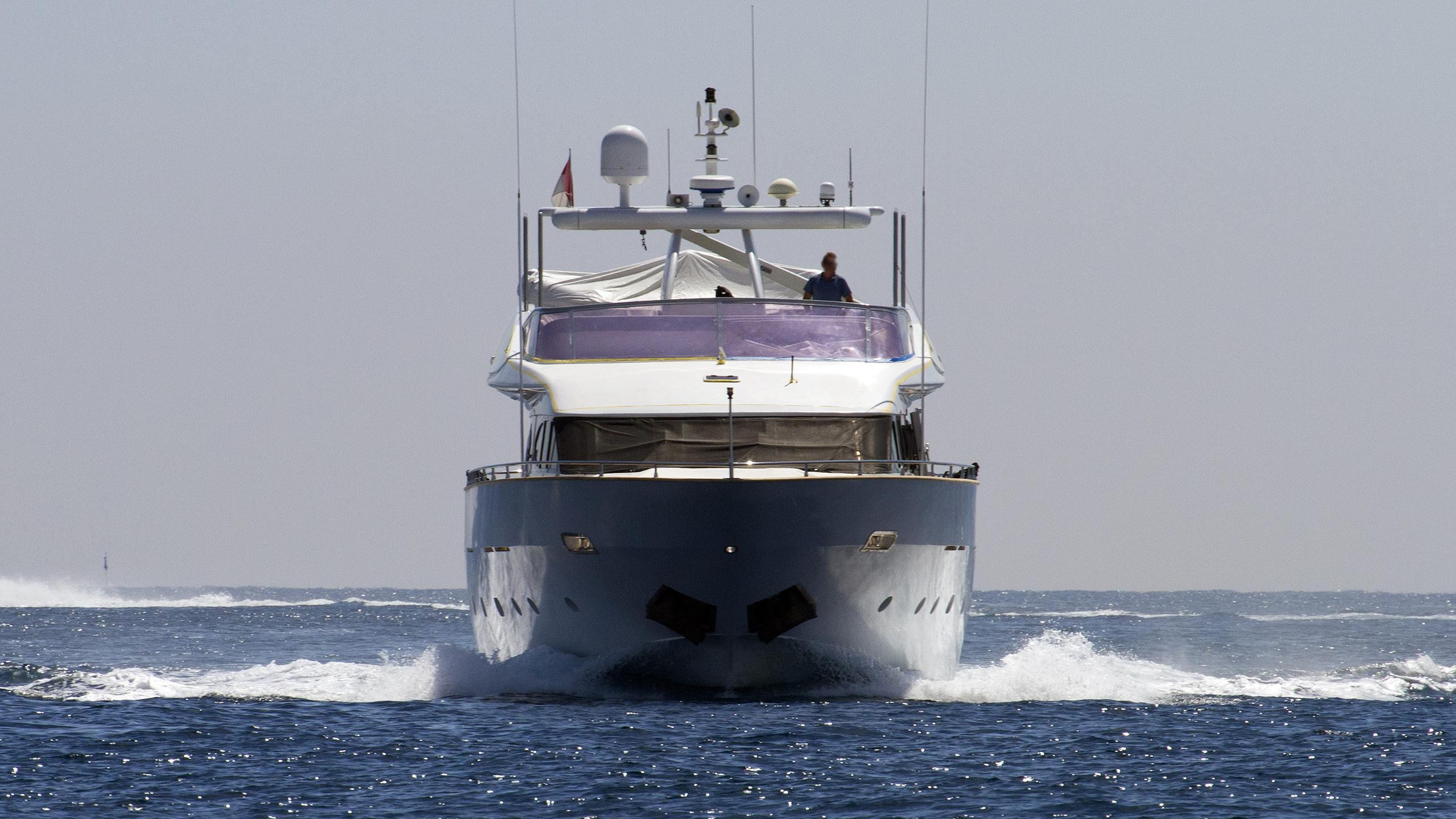 talila-motor-yacht-mondomarine-mondo-29m-2000-28m-running-bow