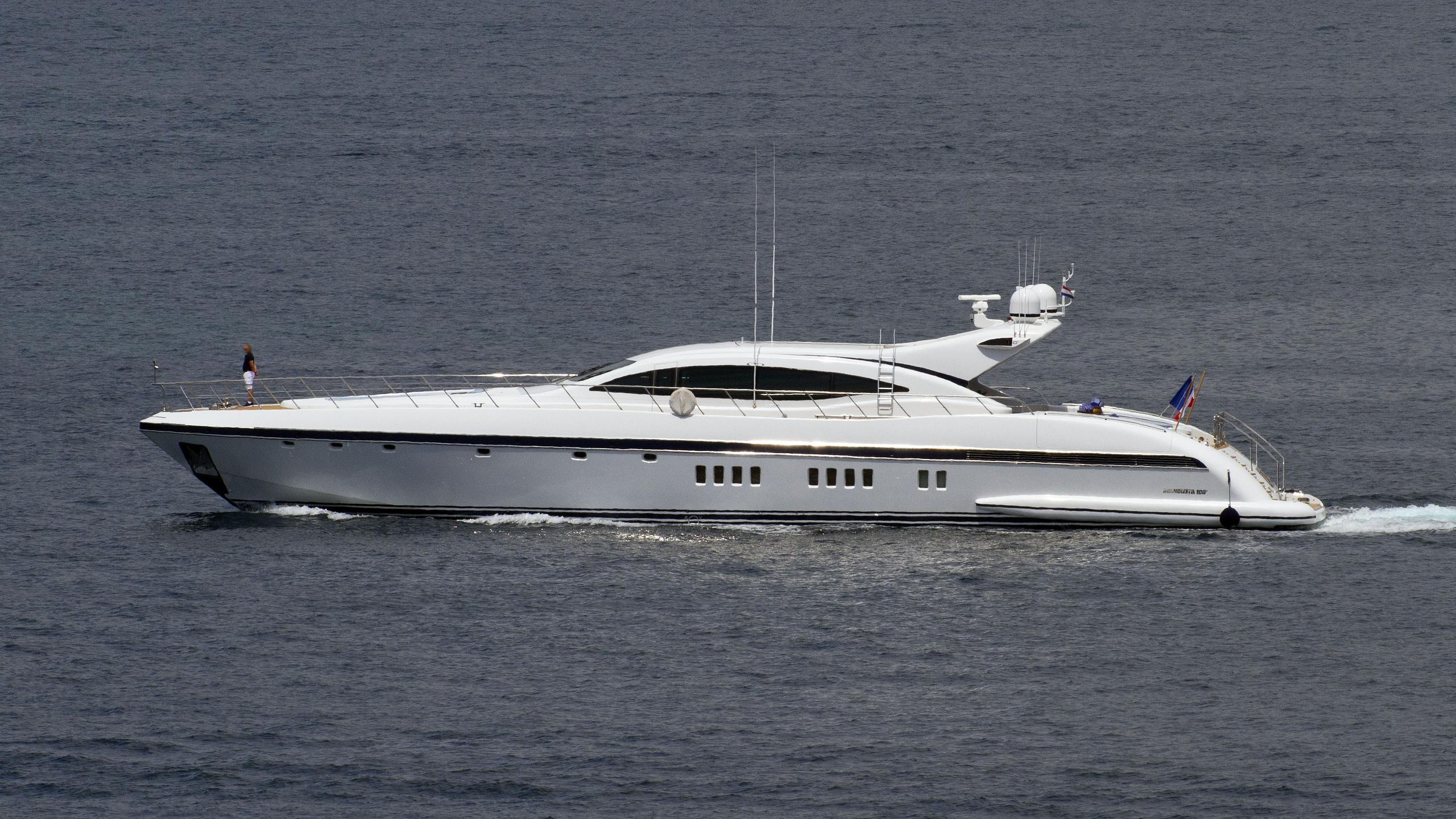 s-o'-motor-yacht-overmarine-mangusta-108-sport-2007-33m-running-profile