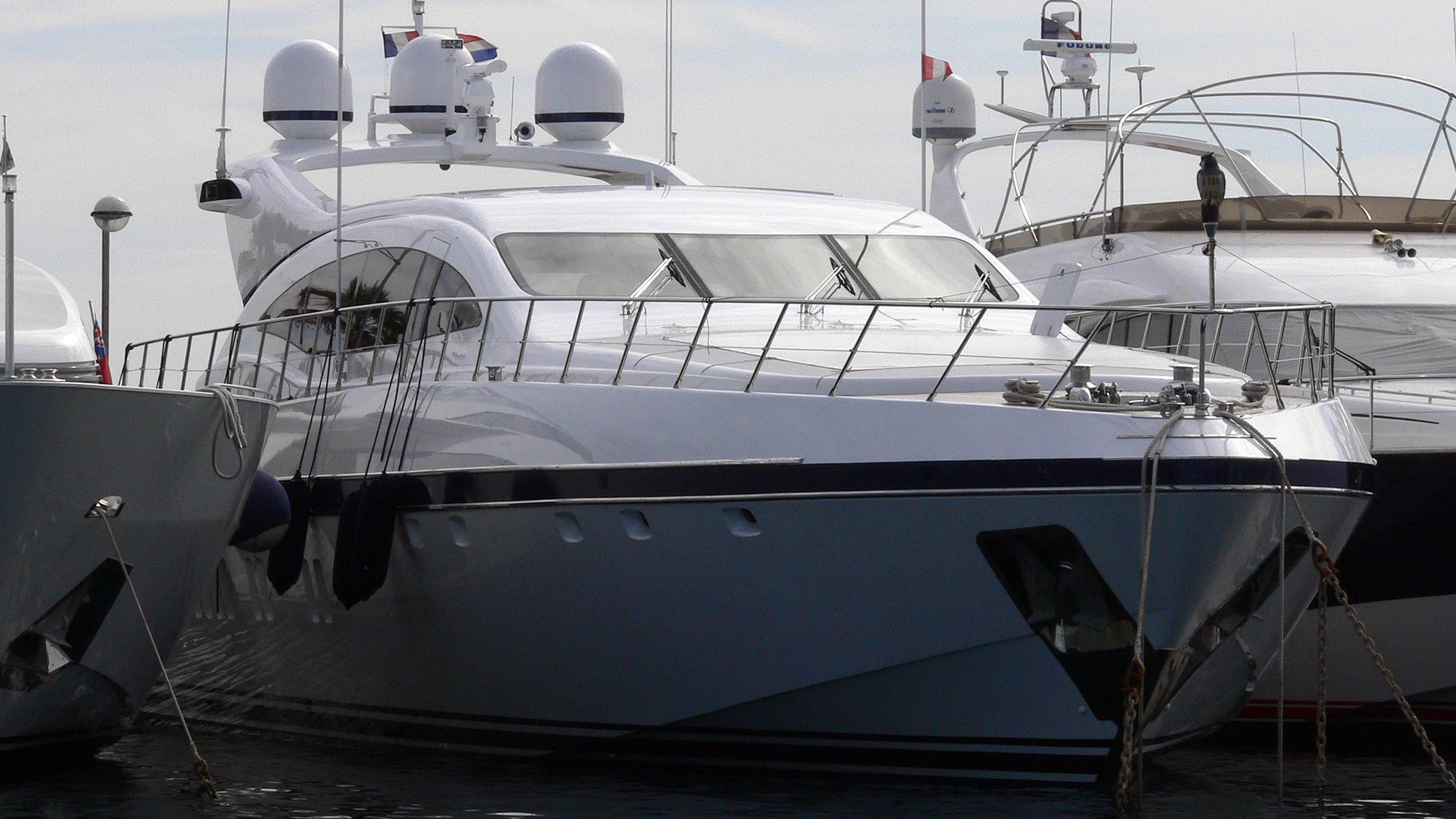 s-o'-motor-yacht-overmarine-mangusta-108-sport-2007-33m-bow-moored