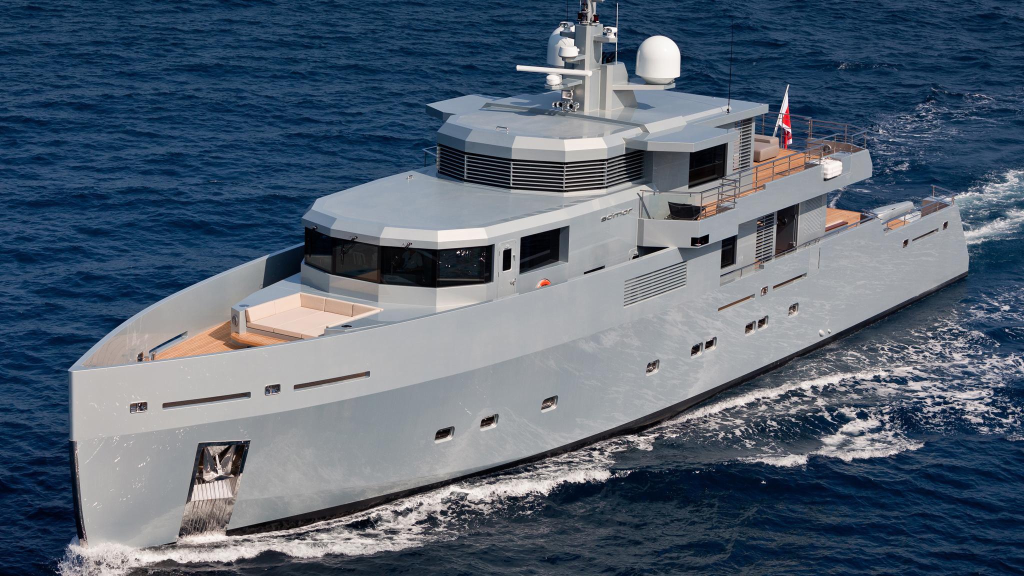 so-mar-motor-yacht-tansu-2014-38m-half-profile-cruising
