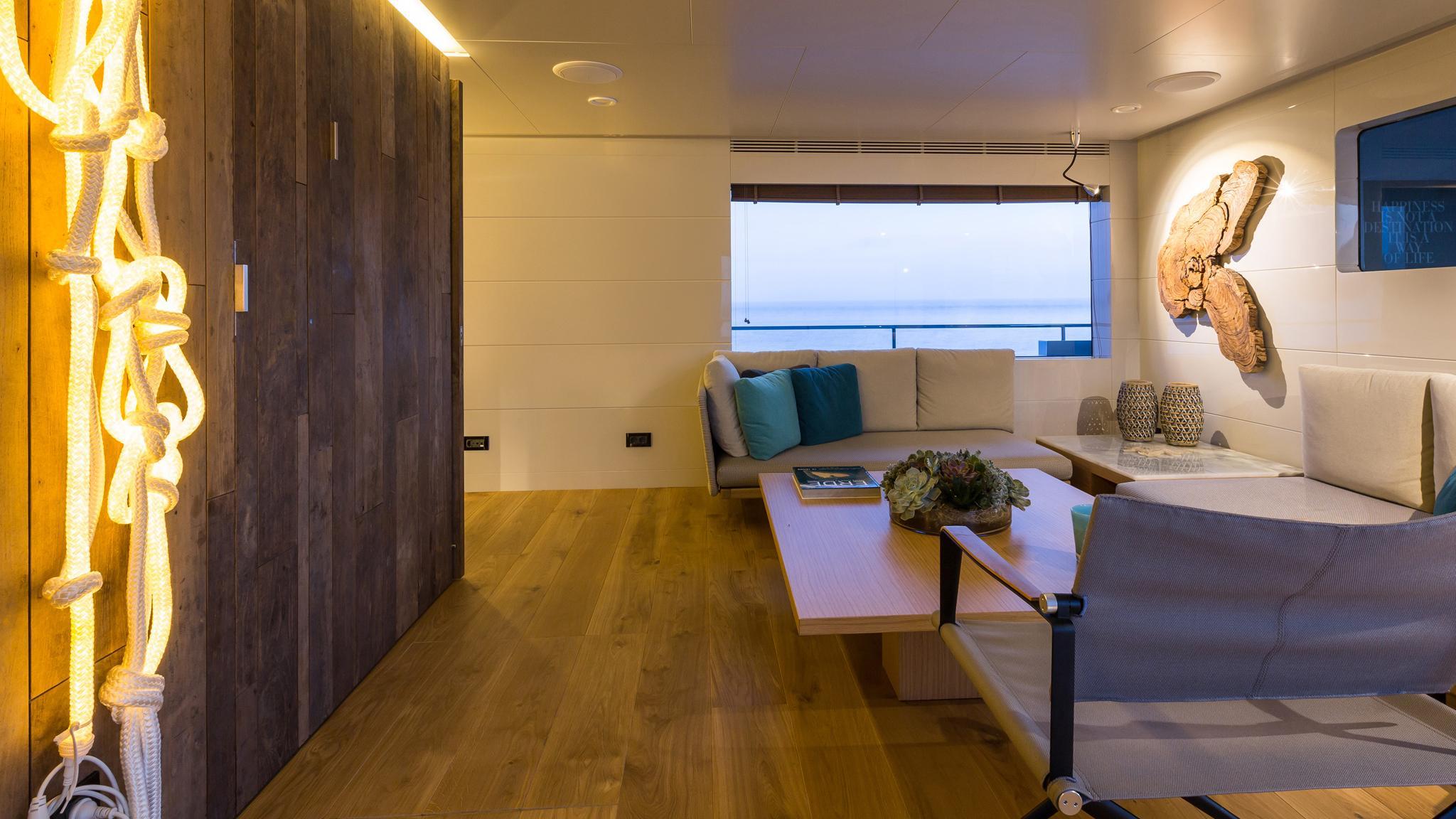 so-mar-motor-yacht-tansu-2014-38m-saloon