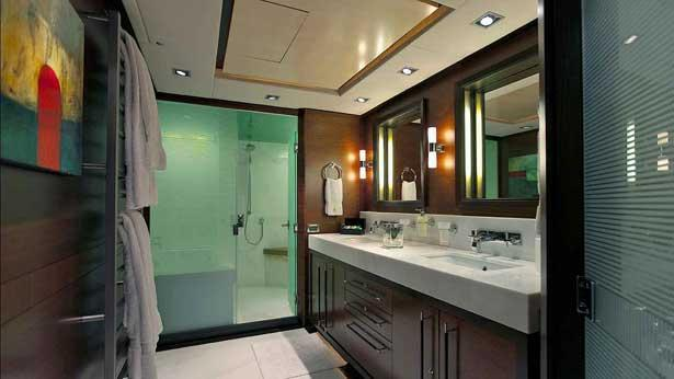 prana-sailing-yacht-alloy-2006-52m-bathroom