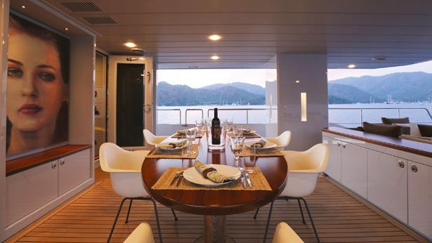 only-now-motor-yacht-tansu-2012-34m-dining