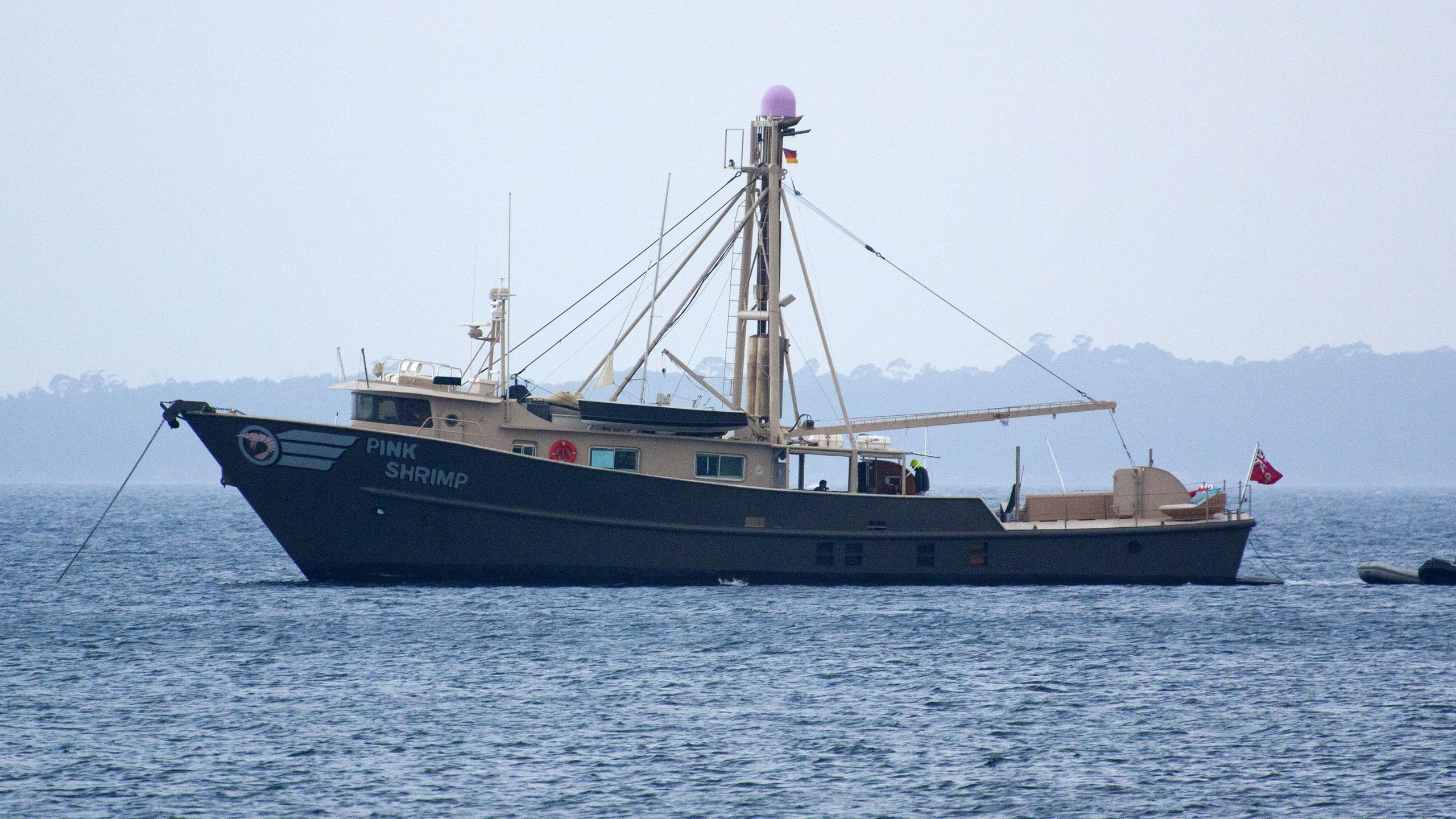 pink-shrimp-yacht-exterior