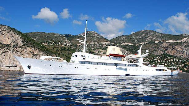 christina-motor-yacht-ferretti-881-2005-27m-profile