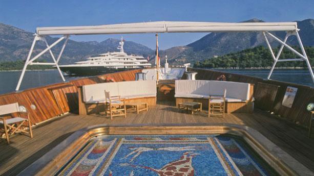 christina-motor-yacht-ferretti-881-2005-27m-pool