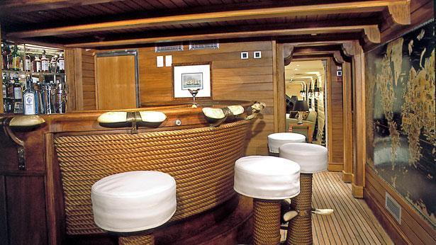 christina-motor-yacht-ferretti-881-2005-27m-bar