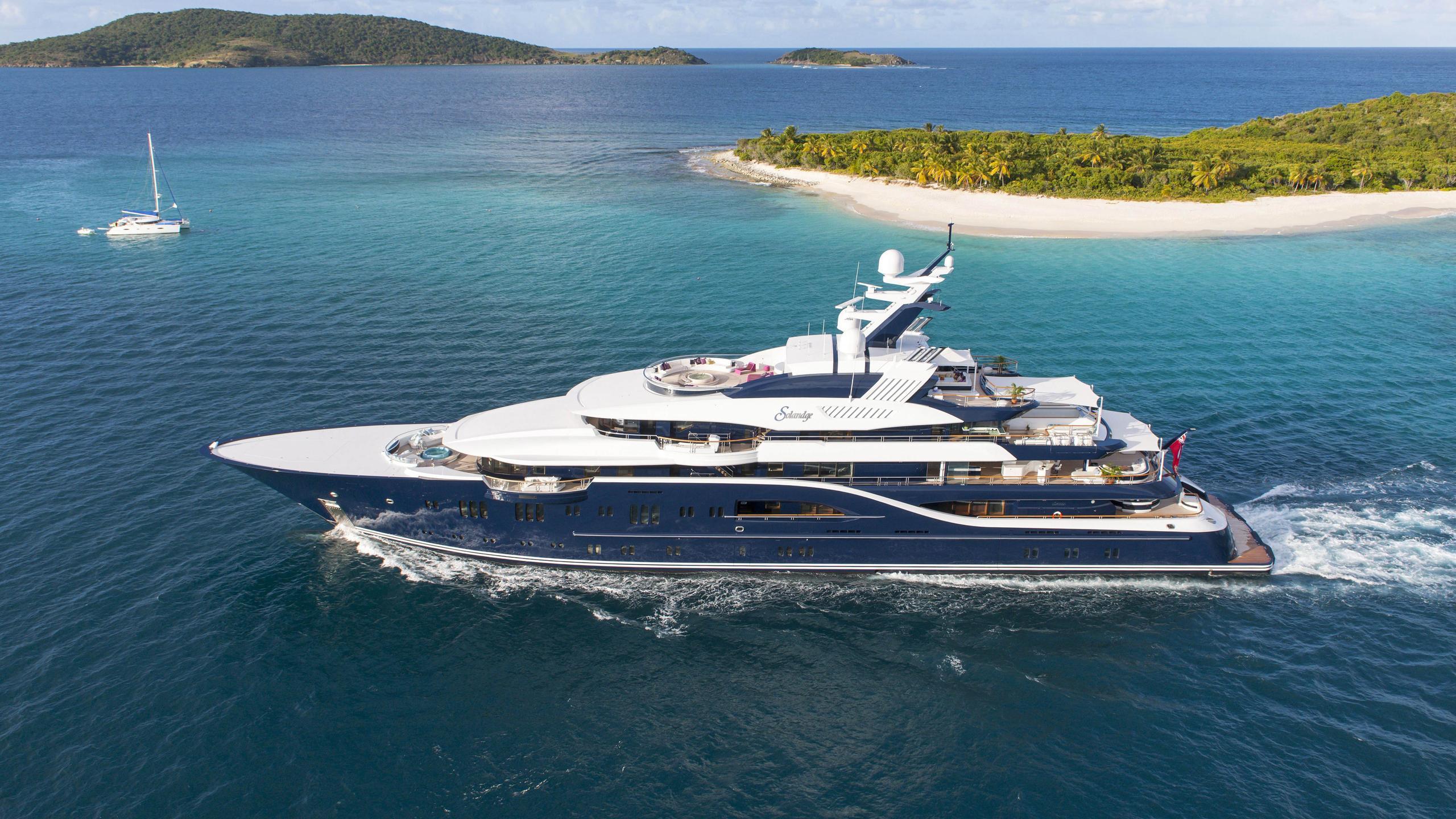 solandge-motor-yacht-lurssen-2013-85m-profile-cruising