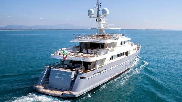Libra-explorer-yacht-codecasa-2013-42m-stern-cruising