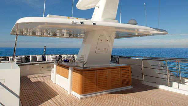 Libra-explorer-yacht-codecasa-2013-42m-sun-deck