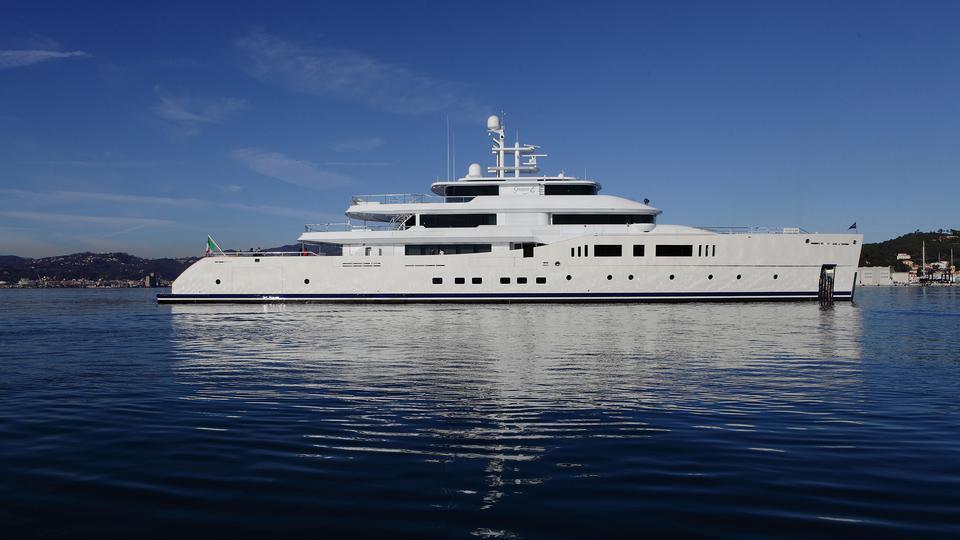 nautilus-grace-e-motor-yacht-perini-navi-picchiotti-2014-73m-profile