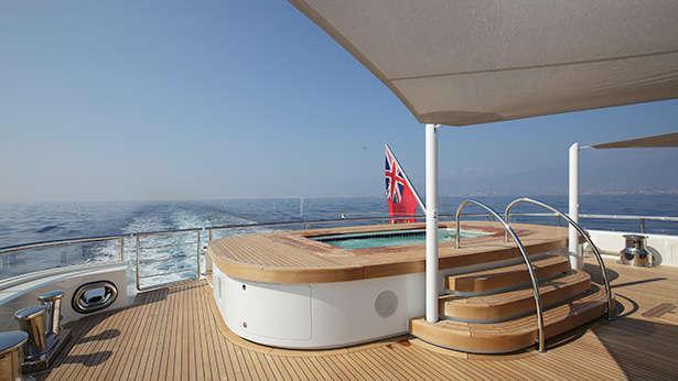 nautilus-grace-e-motor-yacht-perini-navi-picchiotti-2014-73m-jacuzzi