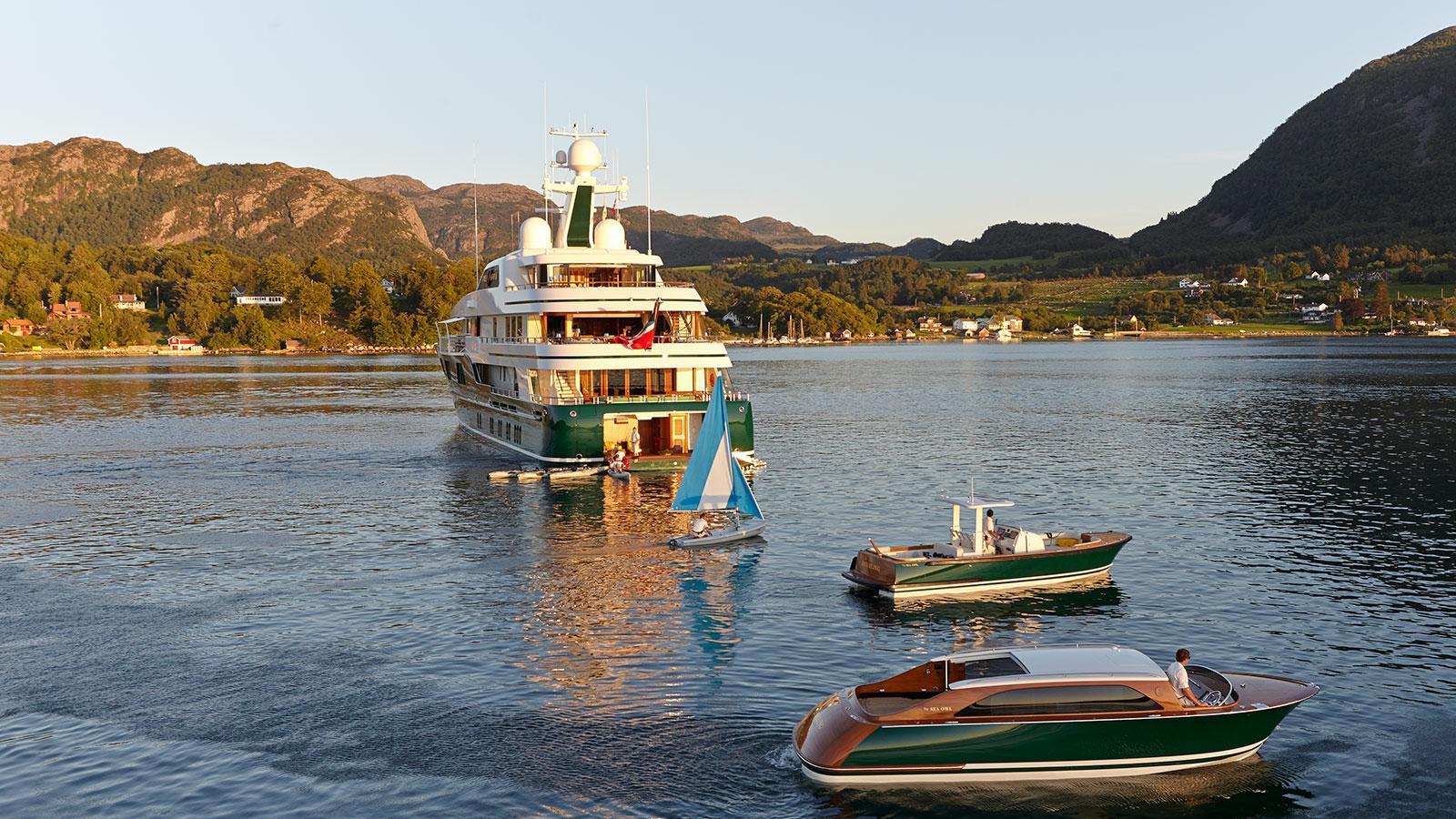 sea-owl-motor-yacht-feadship-2013-62m-tenders