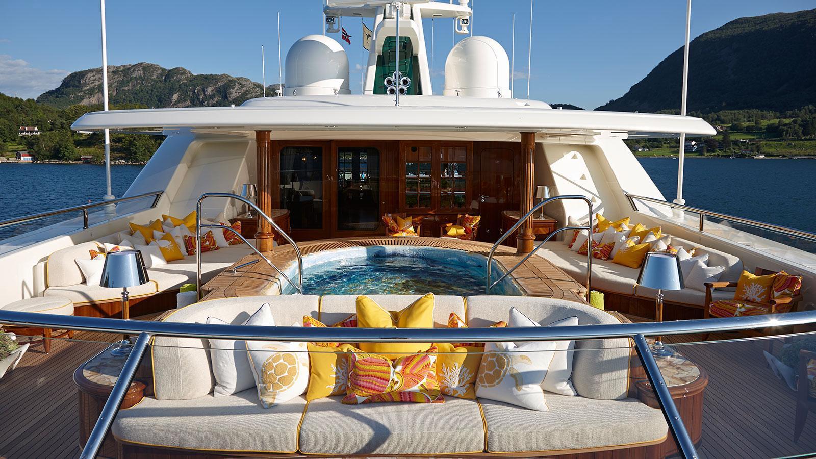 sea-owl-motor-yacht-feadship-2013-62m-sun-deck