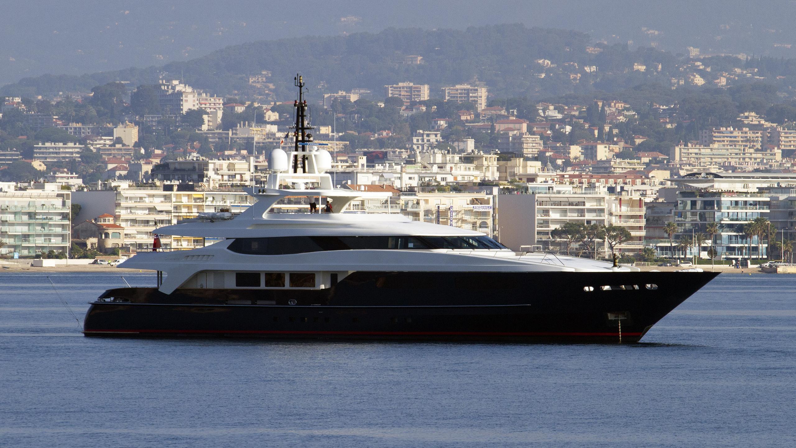 mischief-motor-yacht-baglietto-53m-2006-half-profile
