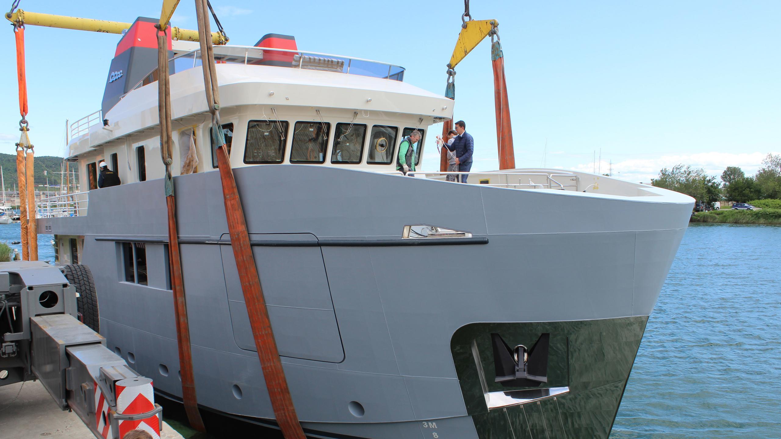 CAROLIN-IV-motor-yacht-mmgi-omega-forte-100-101m-2016-bow