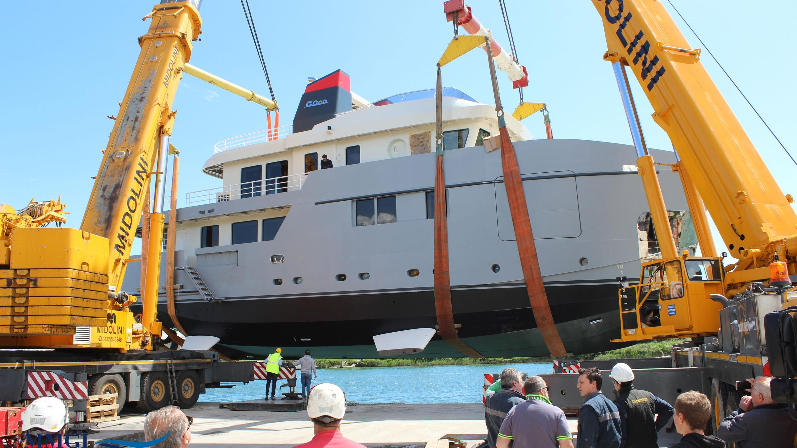 CAROLIN-IV-motor-yacht-mmgi-omega-forte-100-101m-2016-shipyard-cranes