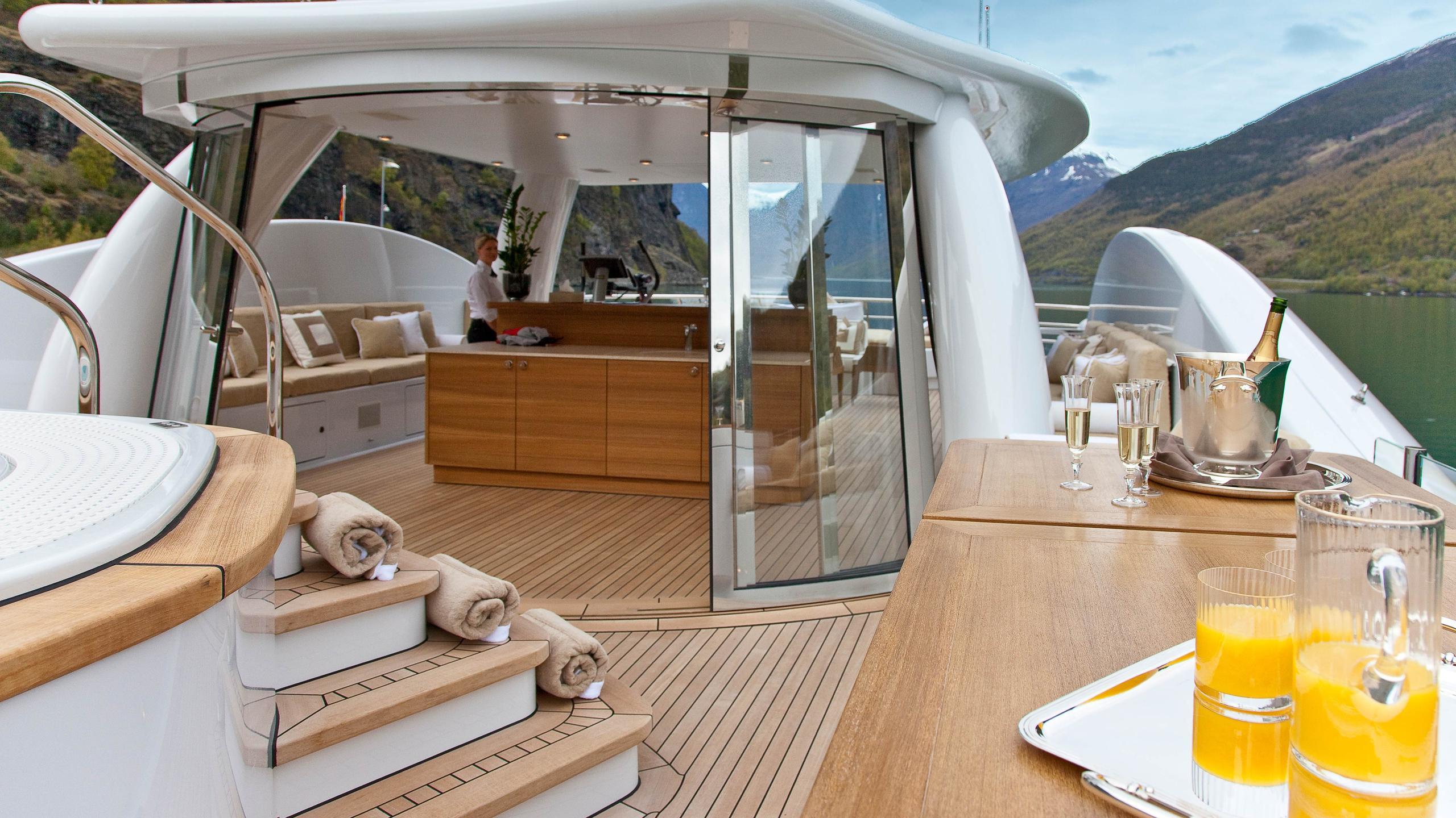 april-motor-yacht-amels-le-171-2010-52m-sun-deck