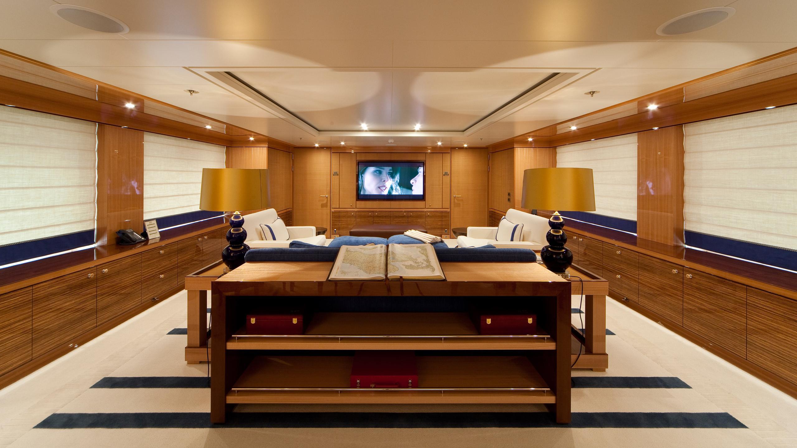 april-motor-yacht-amels-le-171-2010-52m-upper-lounge
