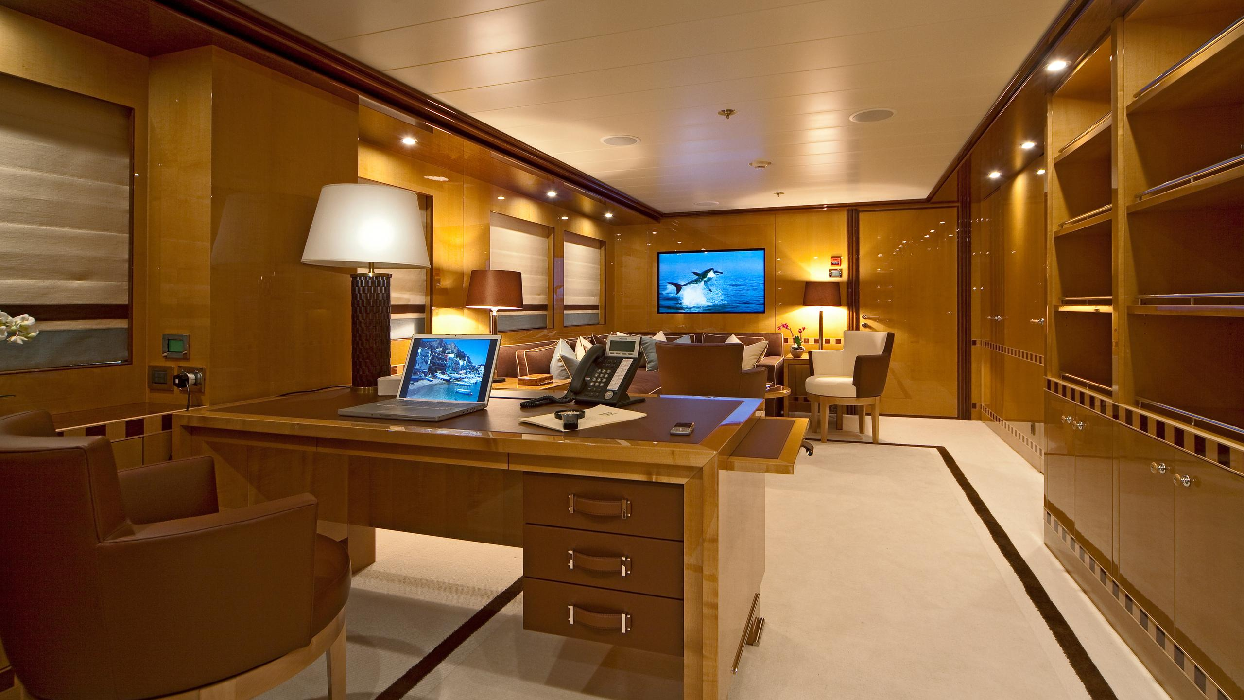 april-motor-yacht-amels-le-171-2010-52m-master-office