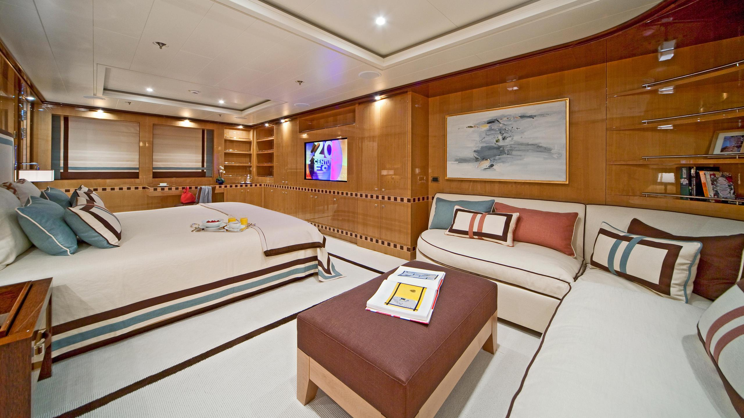 april-motor-yacht-amels-le-171-2010-52m-state-room