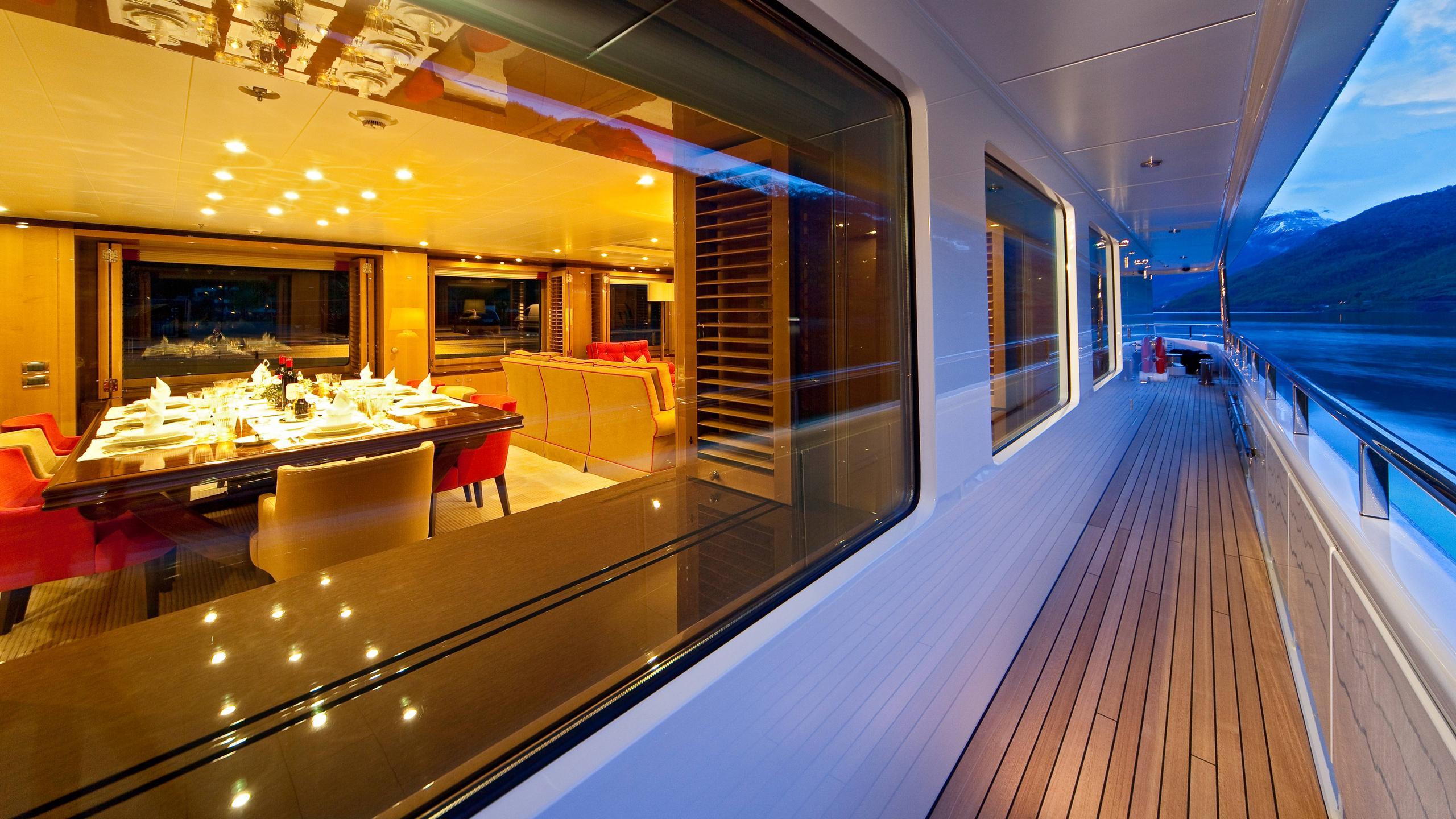 april-motor-yacht-amels-le-171-2010-52m-companion-way
