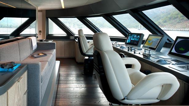 Orient-Star-motor-yacht-cmb-2013-46m-bridge