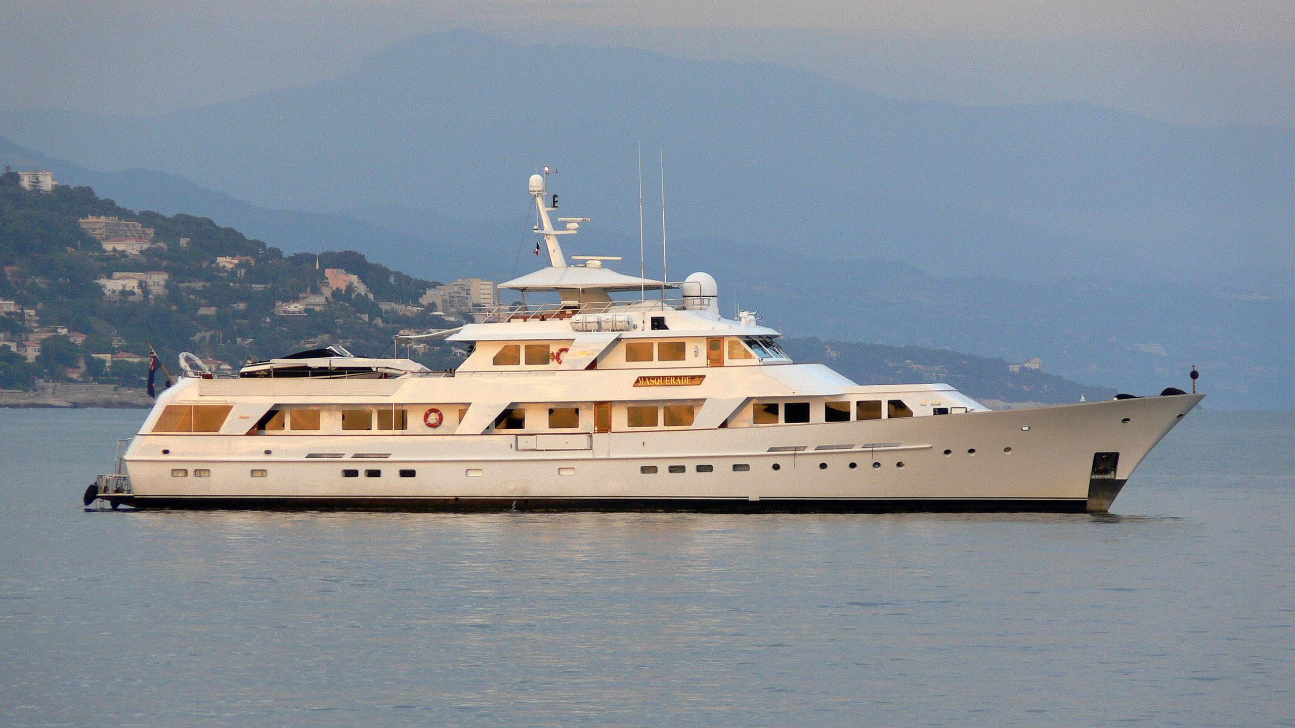 A2-motor-yacht-feadship-1983-42m-profile-before-refit
