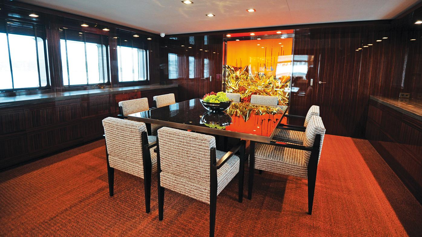 A2-motor-yacht-feadship-1983-42m-dining-room