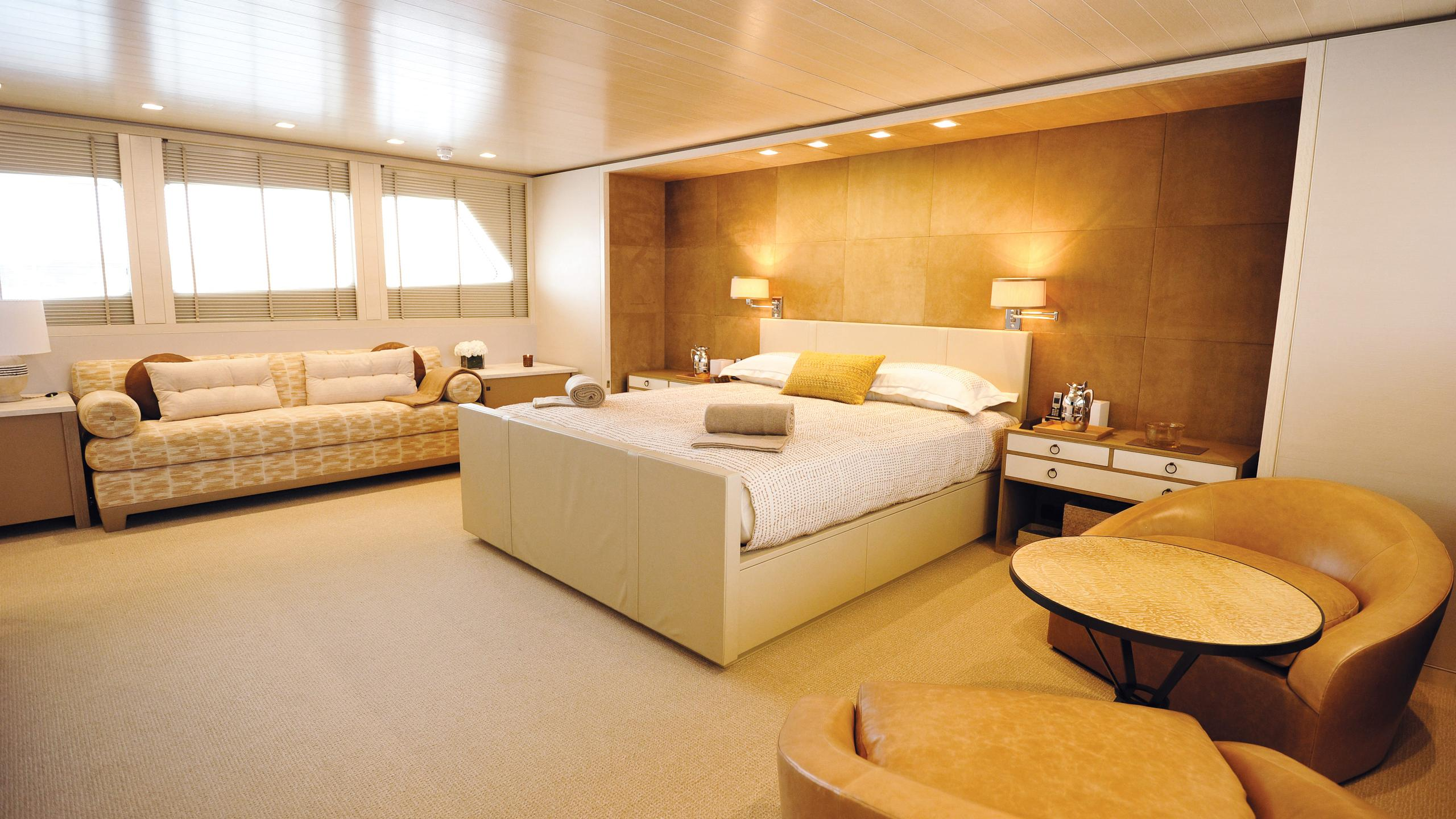 A2-motor-yacht-feadship-1983-42m-owners-cabin