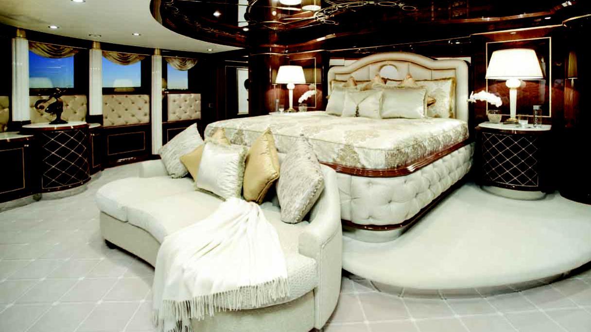 diamonds-are-forever-motor-yacht-benetti-2011-61m-stateroom