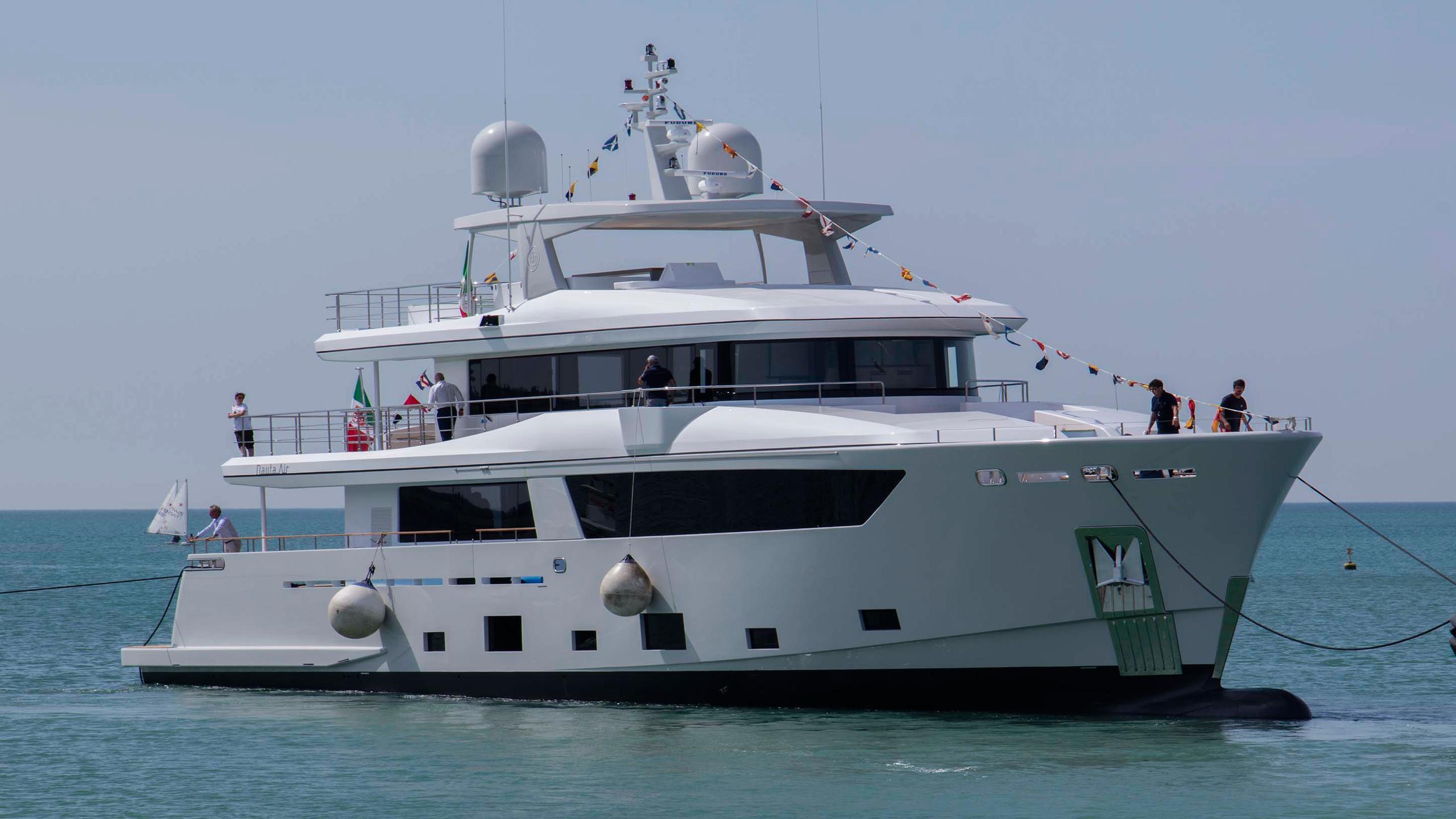 narvalo-motor-yacht-cantiere-delle-marche-2016-31m-nauta-air-108-half-profile-bow
