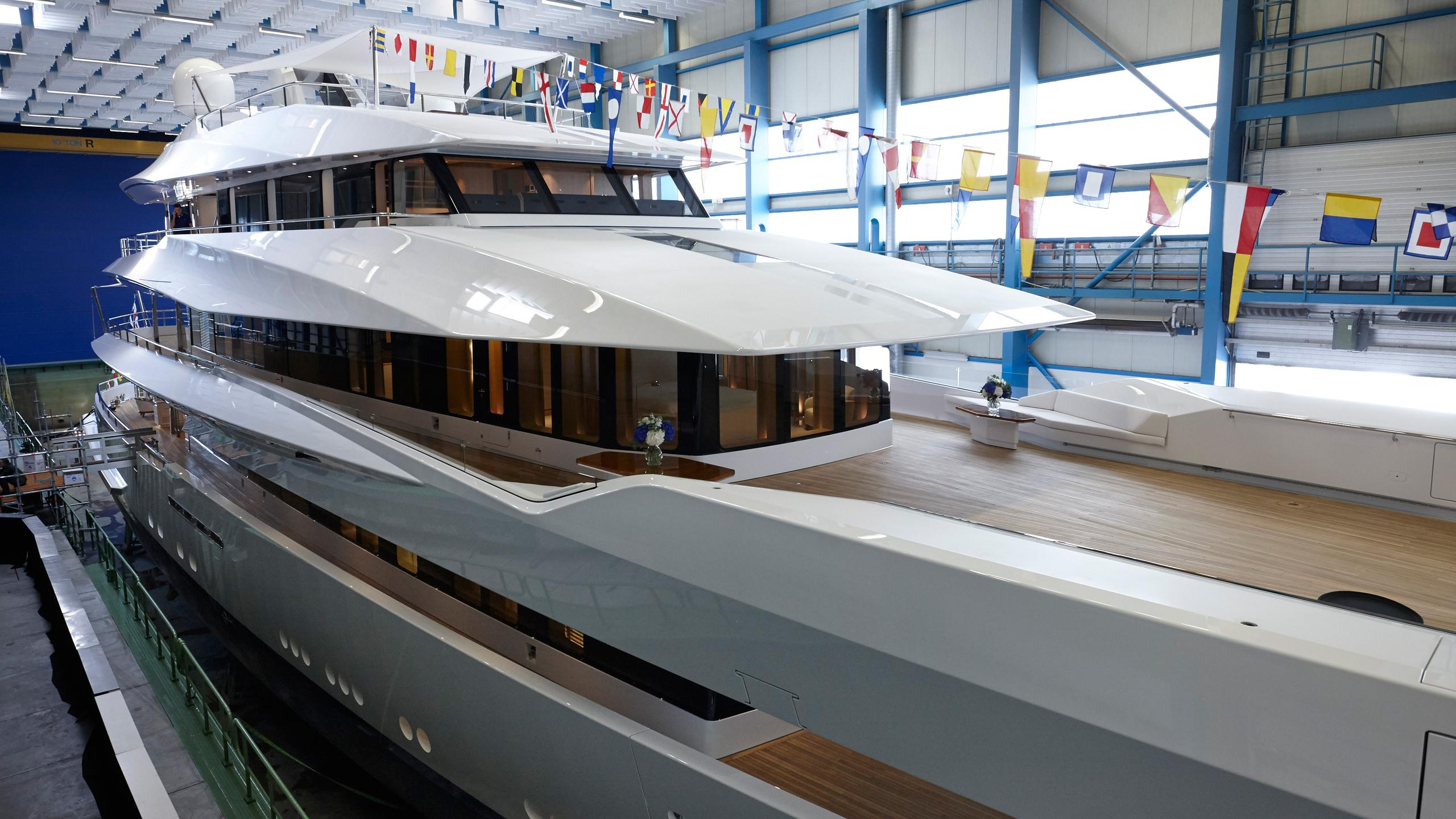 joy-motor-yacht-feadship-2016-70m-shipyard-shed-detail-half-profile