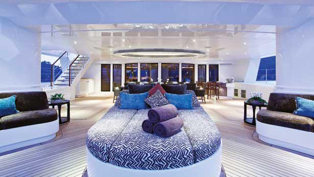 hemisphere-sailing-yacht-pendennis-2011-44m-aft-deck-dining