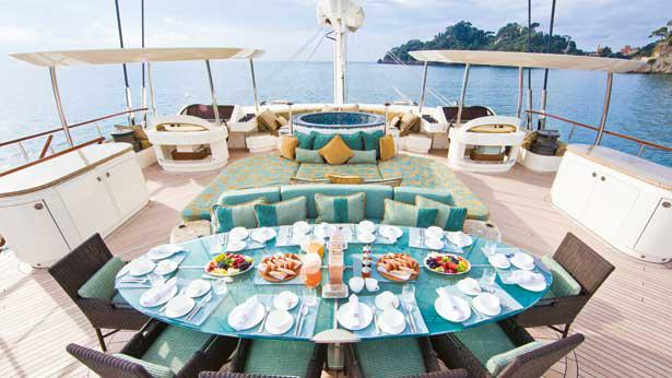 hemisphere-sailing-yacht-pendennis-2011-44m-sundeck