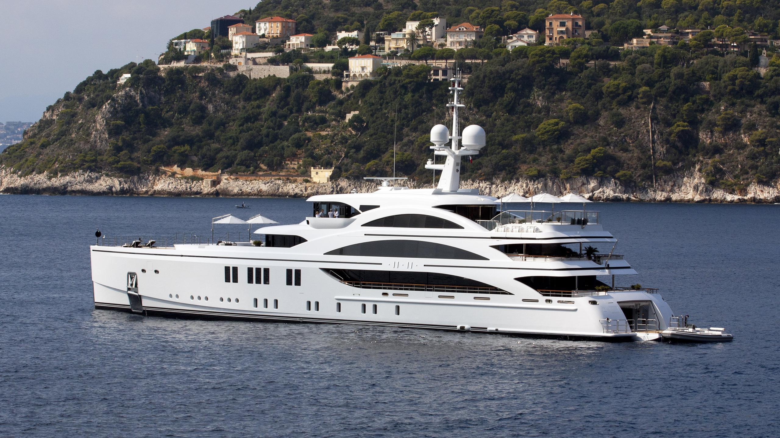 1111-motor-yacht-benetti-2015-63m-profile