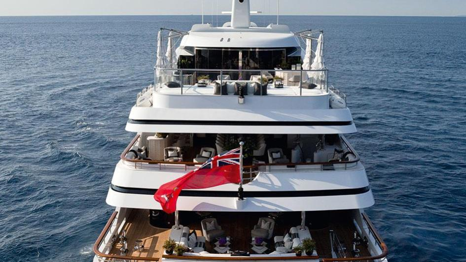 1111-motor-yacht-benetti-2015-63m-stern