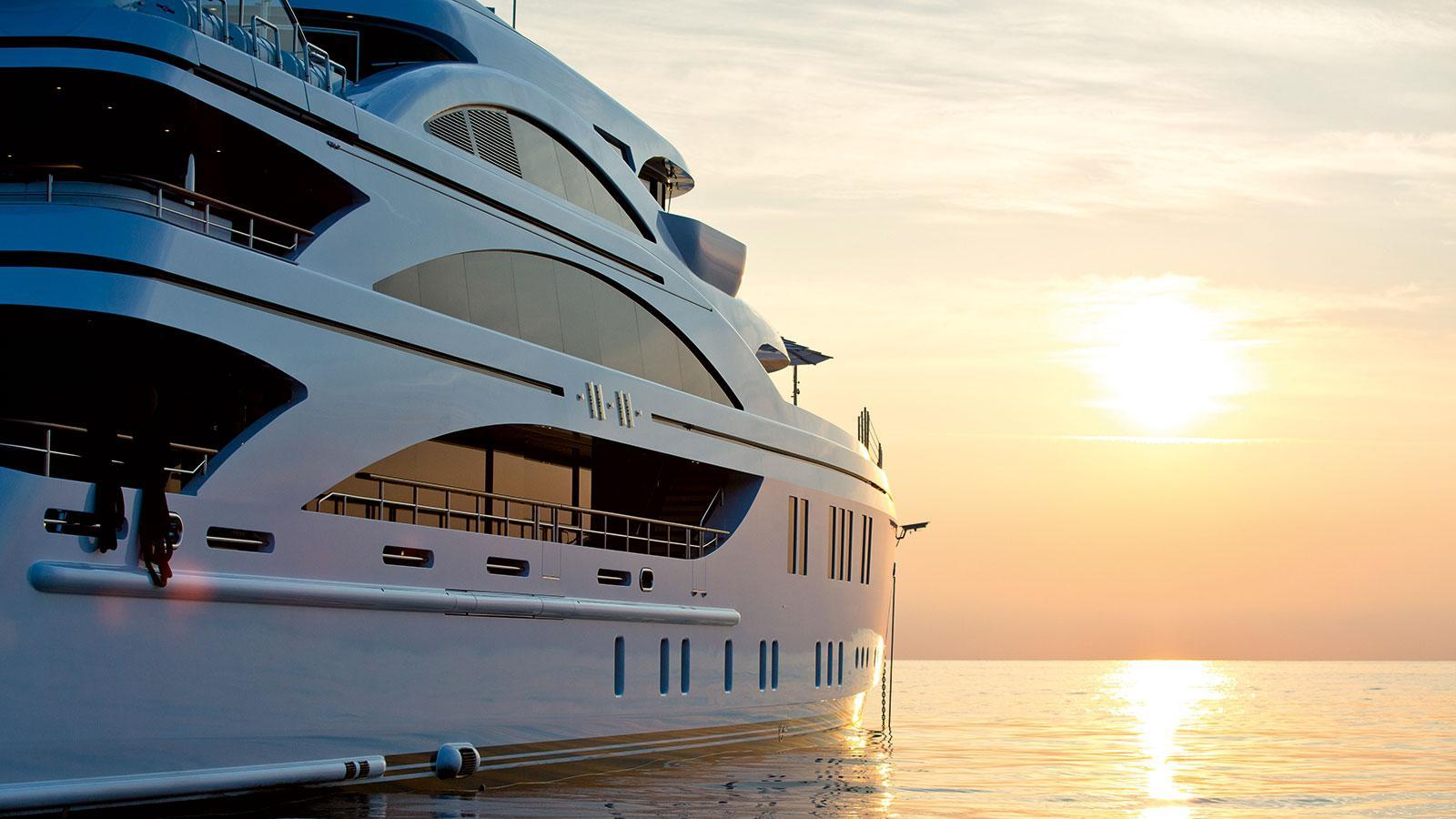 1111-motor-yacht-benetti-2015-63m-side-sunset