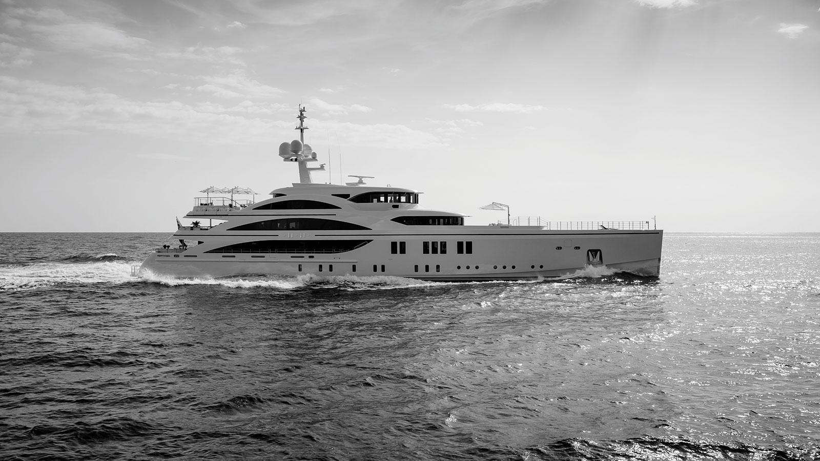 1111-motor-yacht-benetti-2015-63m-running-black-white