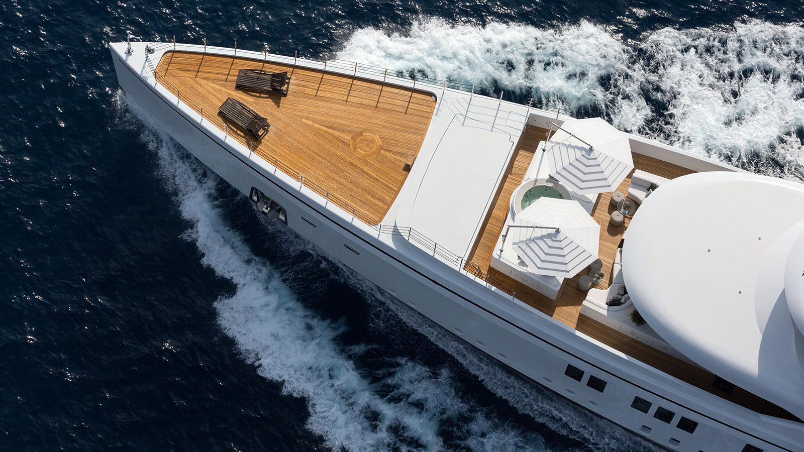 1111-motor-yacht-benetti-2015-63m-aerial-foredeck