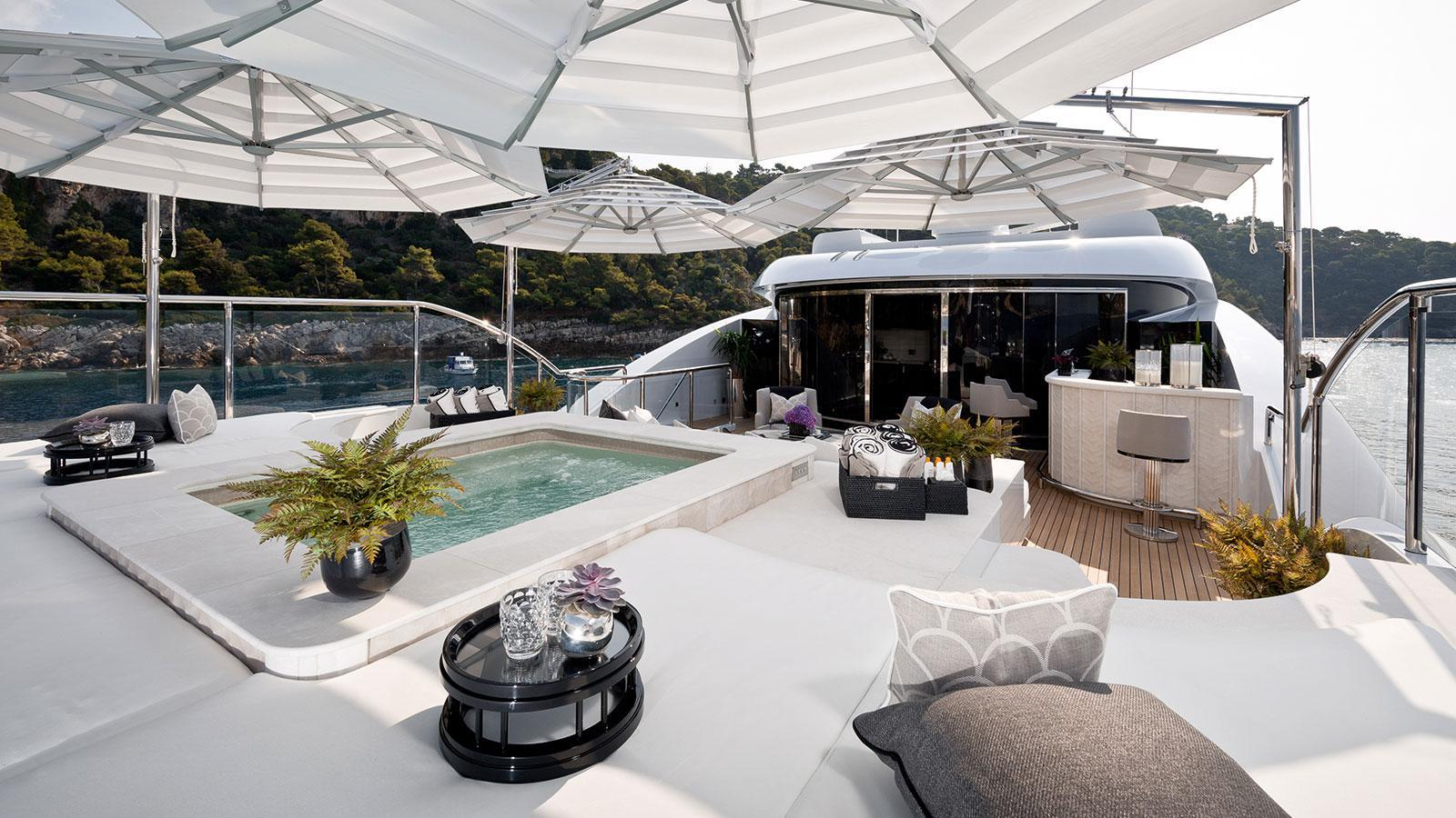 1111-motor-yacht-benetti-2015-63m-jacuzzi