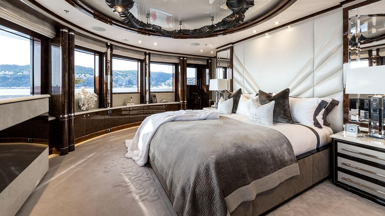 1111-motor-yacht-benetti-2015-63m-state-room