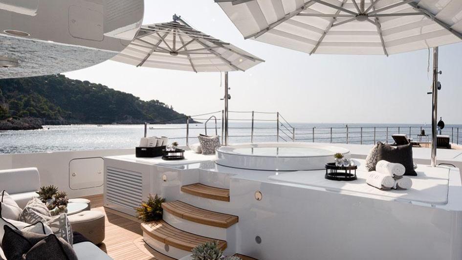 1111-motor-yacht-benetti-2015-63m-sun-deck