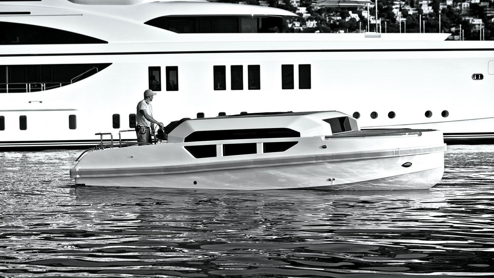 1111-motor-yacht-benetti-2015-63m-stern-side