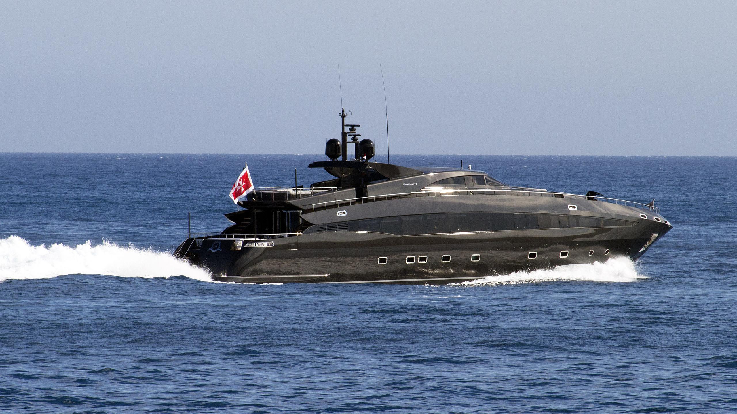 ability-motor-yacht-baglietto-2004-41m-cruising-half-stern