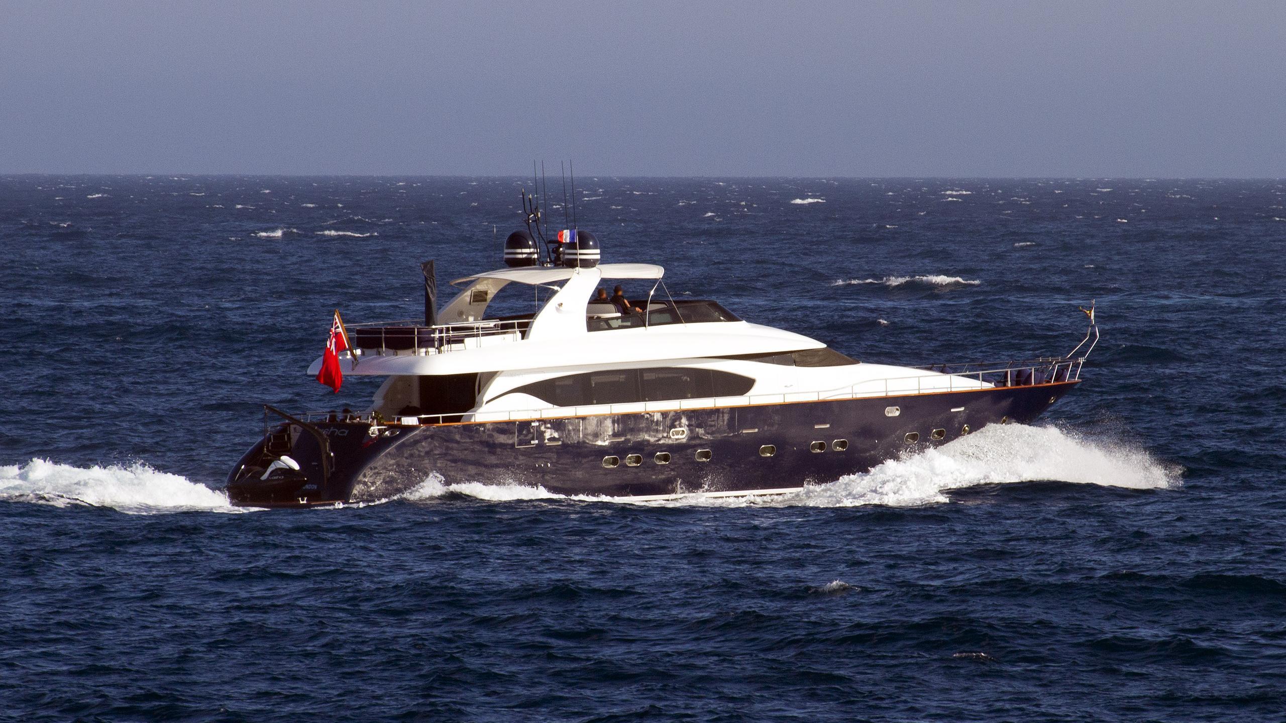 asha-motor-yacht-Maiora-27-2006-27m-running-half-stern