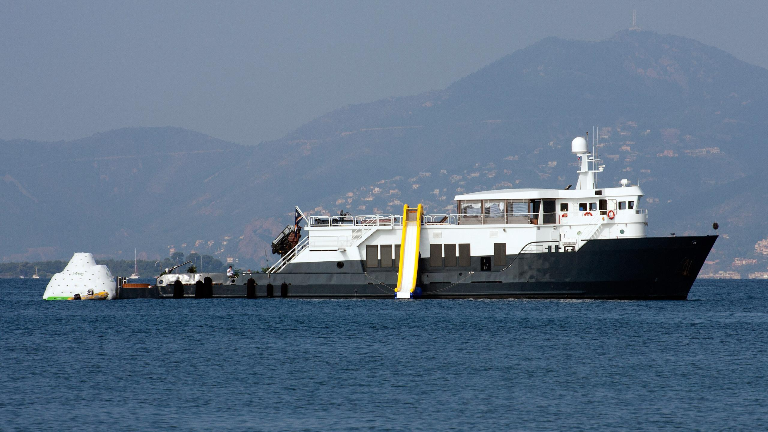 mystere-shadow-motor-yacht-candies-1981-48m-profile-anchored