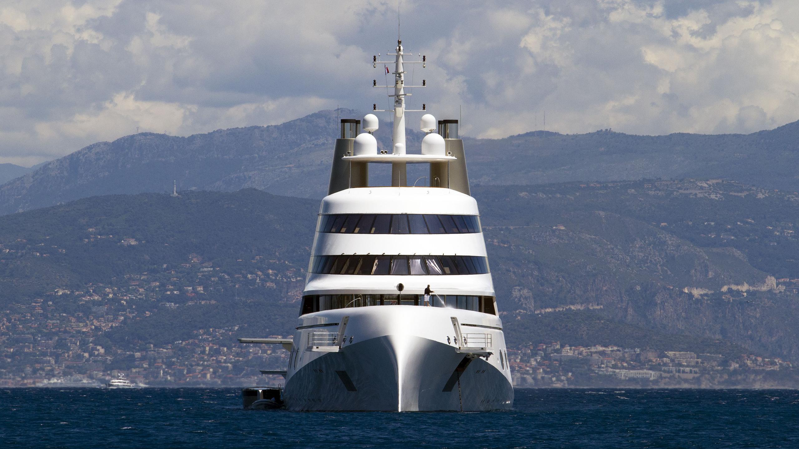superyacht-a-motor-yacht-blohm-voss-2008-119m-bow