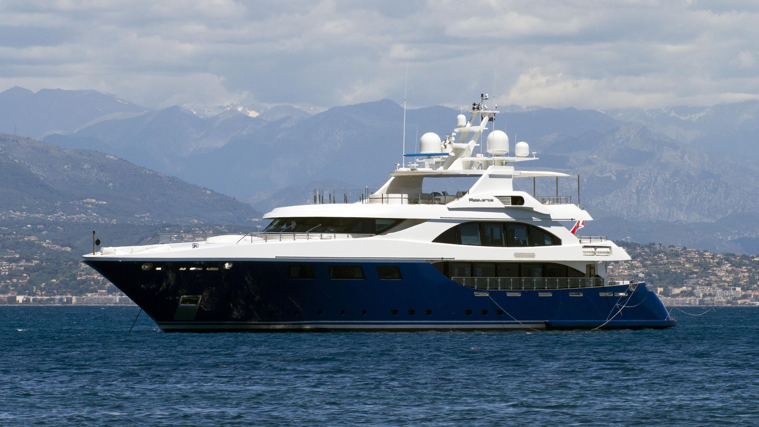 resilience-motor-yacht-ortona-navi-2008-50m-half-profile